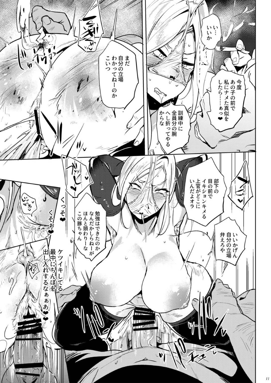 【エロ漫画】男社会の軍隊で司令官として男の部下束ねる女兵士。理性があり、忍耐力がある女として示すため、新入りの女兵士の前で男たちに犯される!複数のちんぽを次々としゃぶらされ、ぶっかけられてアナルまで犯される。